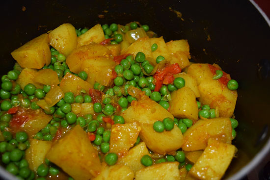 Potato and pea curry from Pakistan, with a recipe