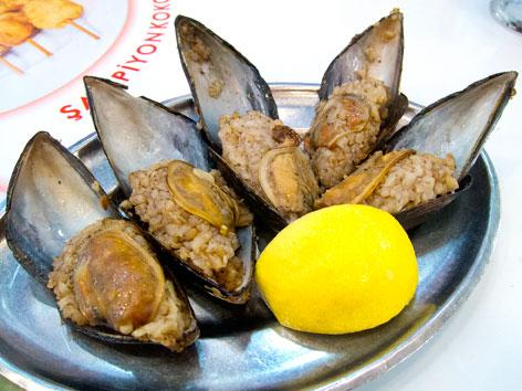 Midye dolma - Istanbul, Turkey   Local Food Guide